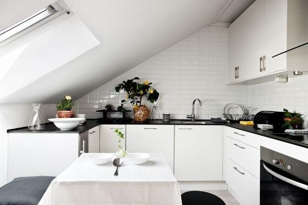 Дизайн кухни мансардного типа